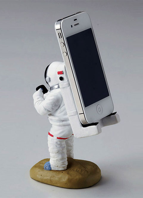 iphone_astronaut_stand_2_zps15696b19